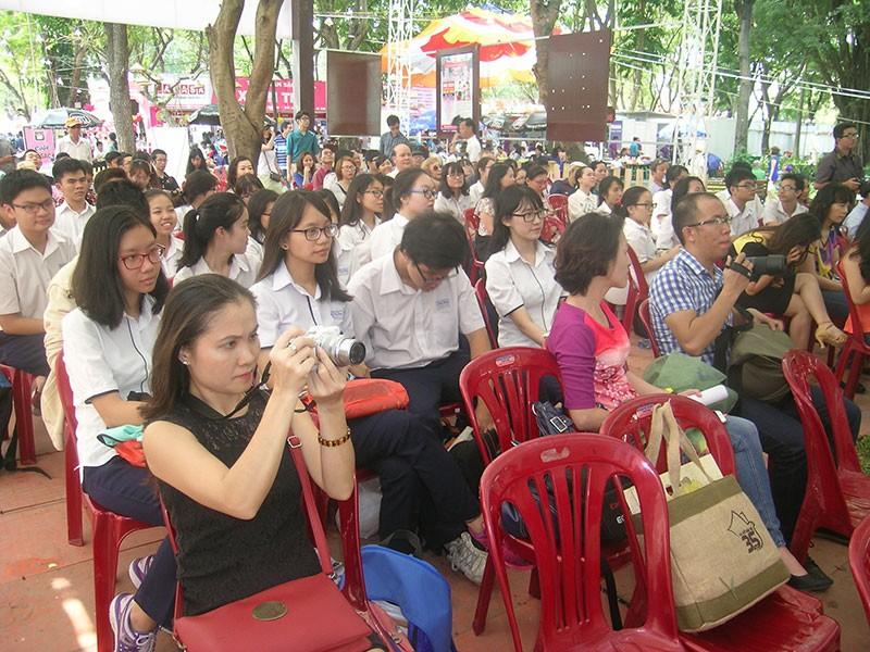 Nhà văn trẻ Kim Hòa: Hoa xương rồng vững chắc giữa sa mạc - ảnh 10