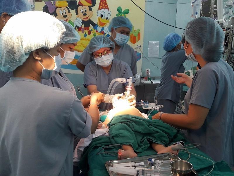 Áp dụng kỹ thuật mới cứu bé bị tăng tĩnh mạch hiếm gặp - ảnh 1