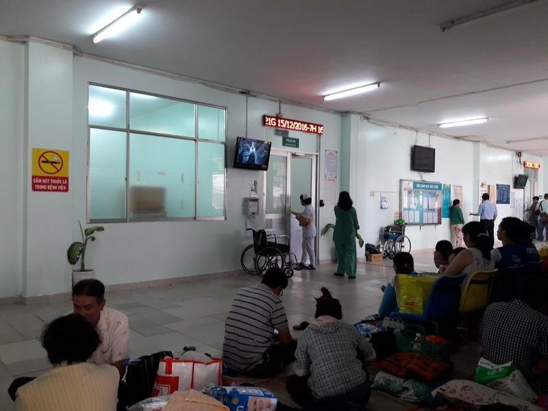 Bạn gái nạn Hòa vẫn đang được cấp cứu tại BV Nhân Dân 115 ẢNH: HÀ PHƯỢNG
