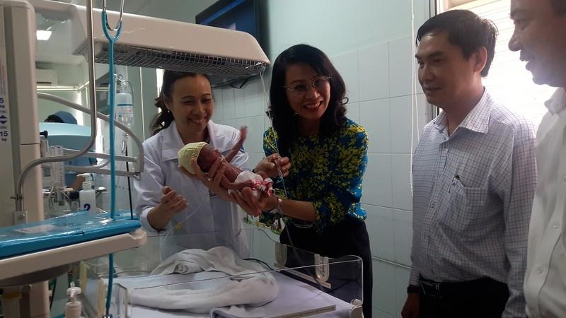UBND TP thưởng nóng 2 êkíp bác sĩ mổ tim phức tạp - ảnh 2