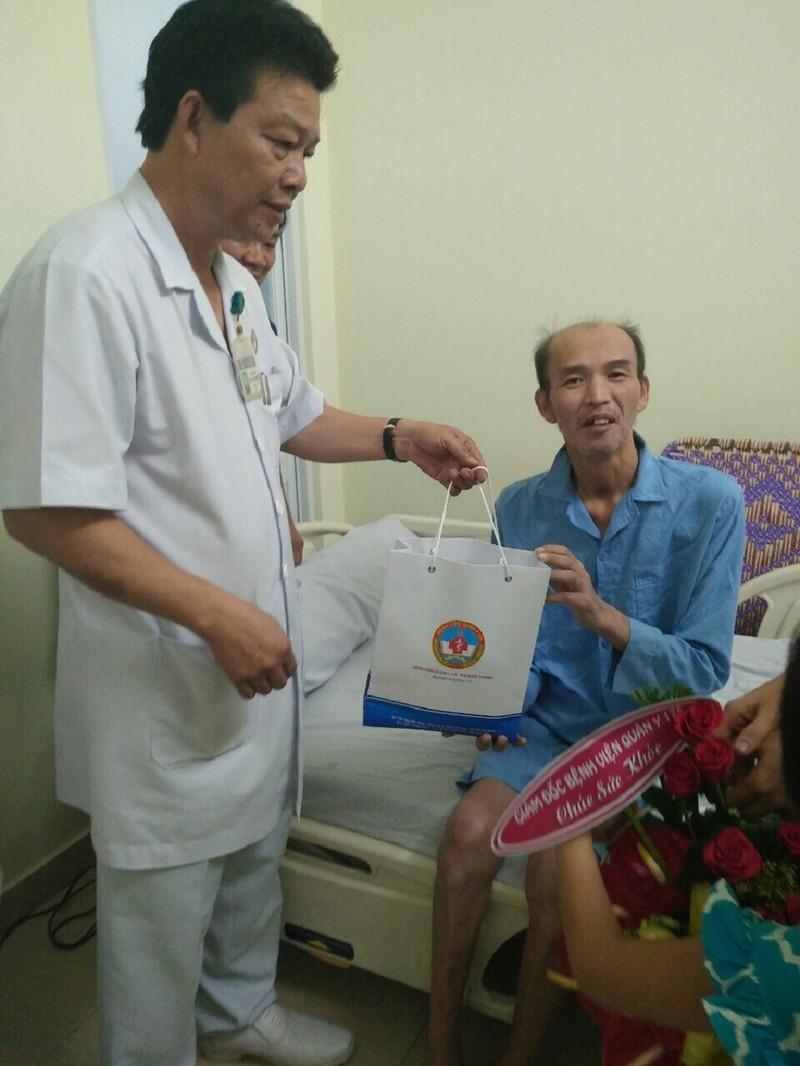 Bệnh nhân Hàn Quốc xin về, BS Việt quyết giữ lại - ảnh 1