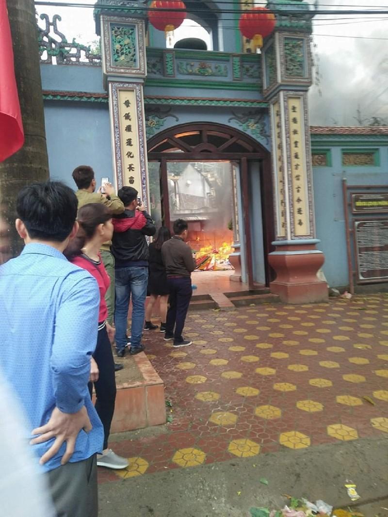 Cháy lớn tại đền Mẫu ngày mùng 5 Tết - ảnh 1