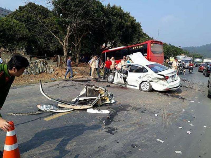 Tai nạn kinh hoàng ở quốc lộ, 2 cha con cấp cứu - ảnh 1