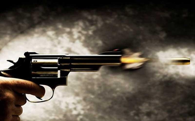 2 nhóm côn đồ nổ súng, thanh niên đi ngang qua tử vong - ảnh 1
