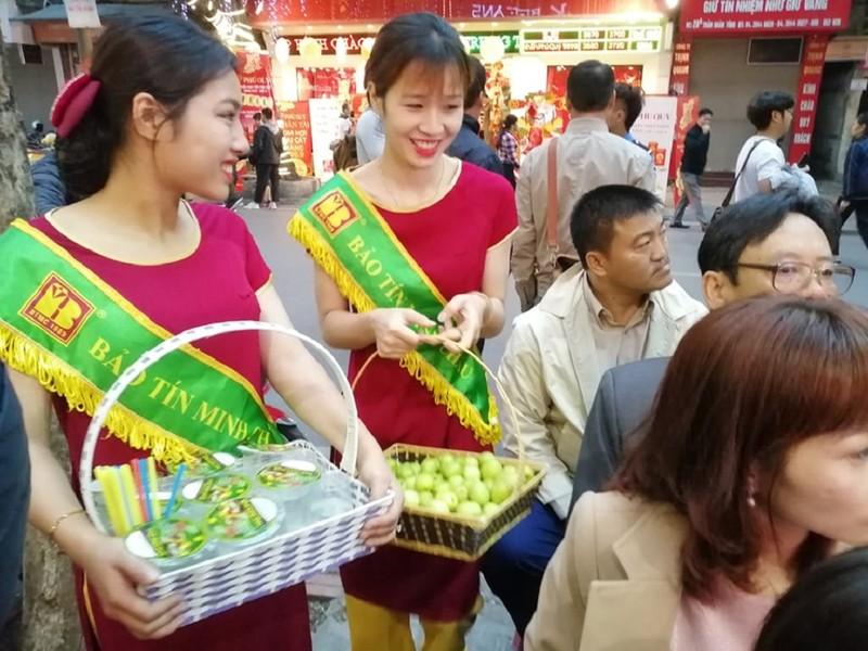 Người Hà Nội xếp hàng từ 4 giờ sáng mua vàng ngày Thần Tài - ảnh 4