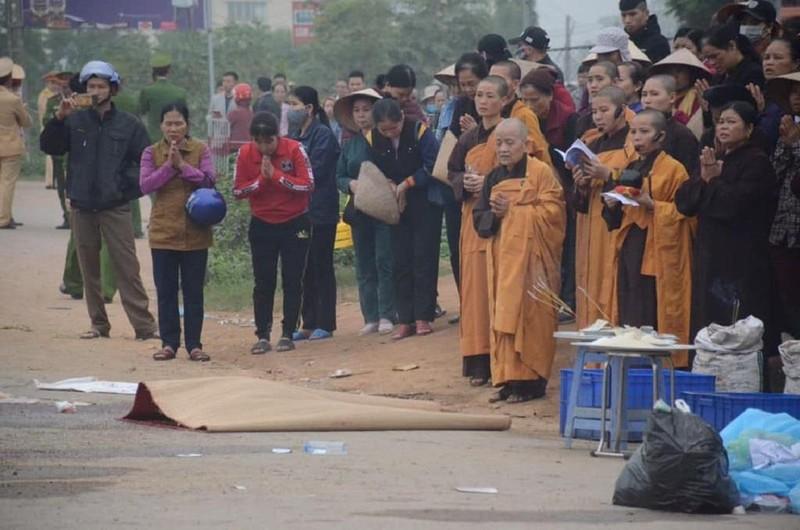 Nhân chứng kể lúc xe khách tông đám tang làm 7 người chết - ảnh 1