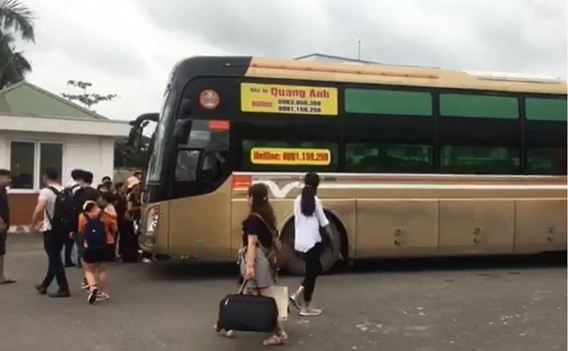 Lợi dụng ngày lễ, xe khách 29 chỗ nhồi nhét 64 người - ảnh 1