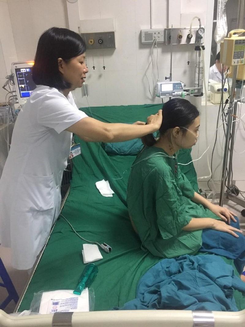 3 bệnh viện hợp sức cứu cô gái 'ngàn cân treo sợi tóc' - ảnh 1
