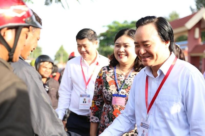 Thí sinh Đắk Lắk bất ngờ vì được Bộ trưởng Nhạ đến hỏi thăm - ảnh 2