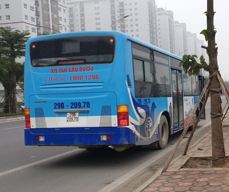 Tài xế xe buýt bị phạt nồng độ cồn, khách phải chuyển xe - ảnh 1