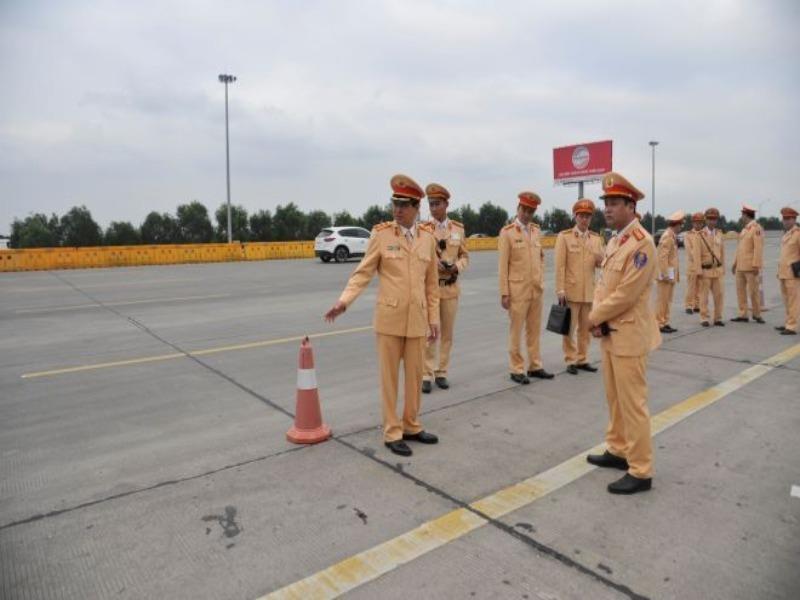Cục trưởng CSGT trực tiếp kiểm tra việc xử lý nồng độ cồn - ảnh 1