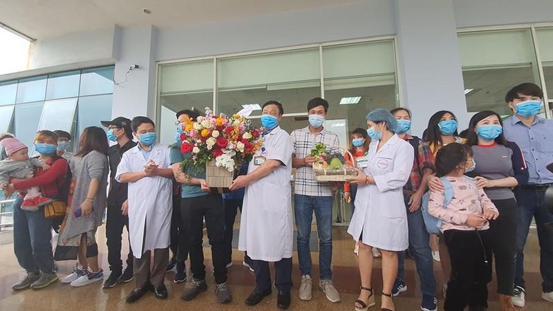 30 công dân trở về từ Vũ Hán đều âm tính với COVID-19 - ảnh 1