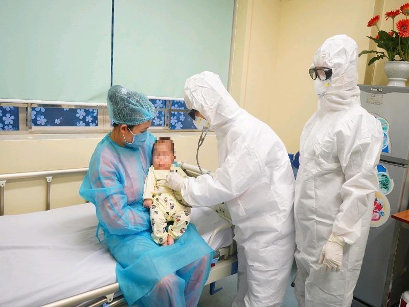 Người nước ngoài mắc COVID-19 ở Việt Nam trả viện phí ra sao? - ảnh 1