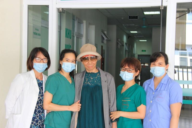 Bệnh nhân COVID-19 nặng nhất miền Bắc xuất viện bay về TP.HCM - ảnh 5