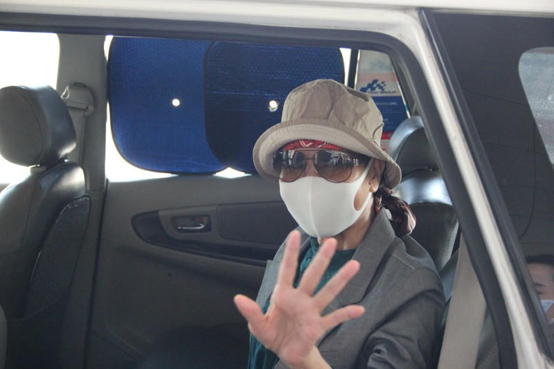 Bệnh nhân COVID-19 nặng nhất miền Bắc xuất viện bay về TP.HCM - ảnh 3
