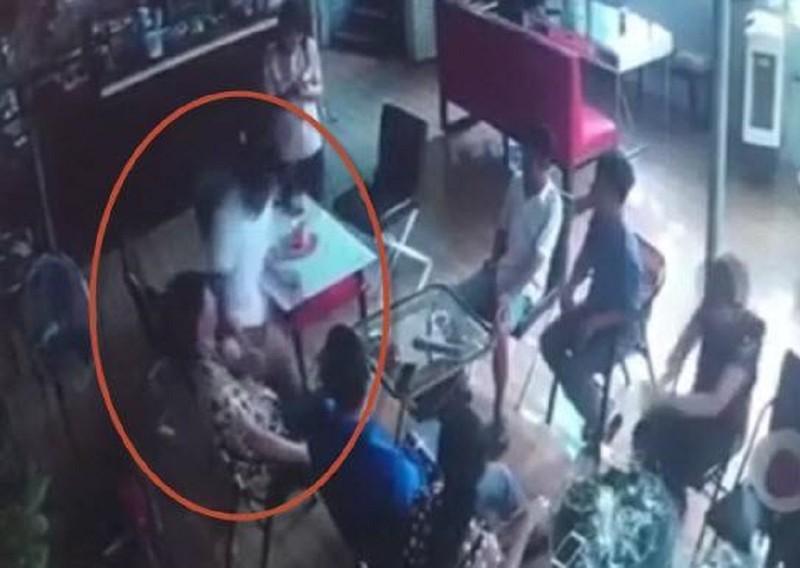 1 thanh niên bị đâm chết trong quán cà phê  - ảnh 1