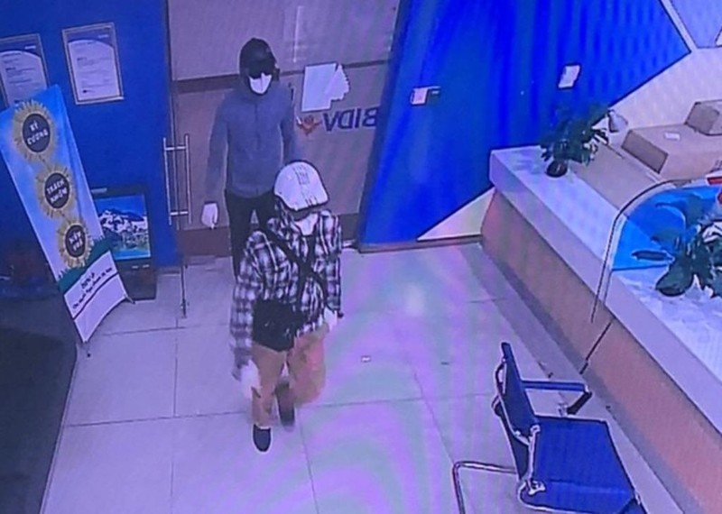 Công bố hình ảnh 2 nghi phạm nổ súng cướp ngân hàng BIDV - ảnh 1