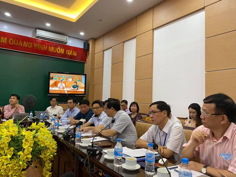 Chuyển bệnh nhân COVID-19 nặng ở Đà Nẵng ra BV Trung ương Huế - ảnh 1