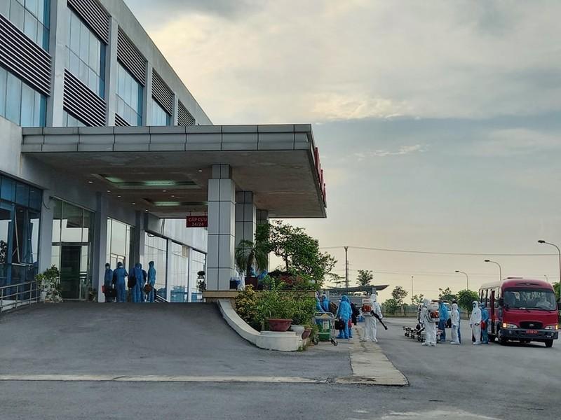 120 bệnh nhân COVID-19 ở Guinea đã về đến BV Bệnh Nhiệt đới - ảnh 2