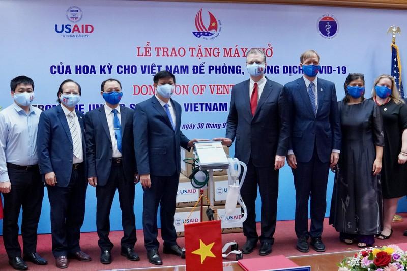 Hoa Kỳ trao tặng Việt Nam 100 máy thở trị giá 1,7 triệu USD - ảnh 2