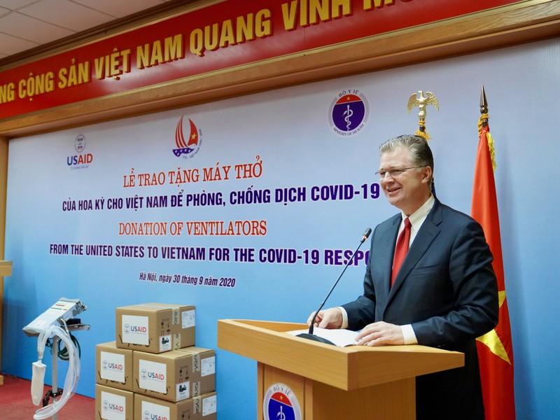 Hoa Kỳ trao tặng Việt Nam 100 máy thở trị giá 1,7 triệu USD - ảnh 1