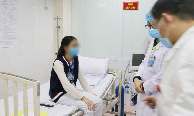 3 người tiêm thử vaccine COVID-19 liều cao nhất đều là nữ  - ảnh 1
