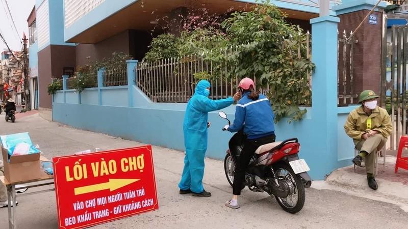 Dịch COVID-19: Người dân TP Chí Linh dùng tem phiếu đi chợ - ảnh 2