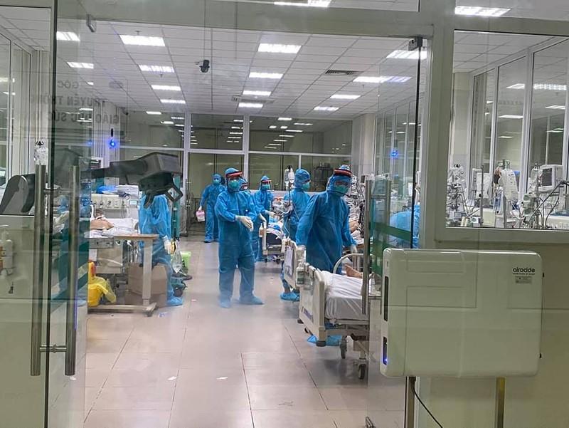 17 bệnh nhân COVID-19 rất nặng, 1 ca tiên lượng tử vong - ảnh 1