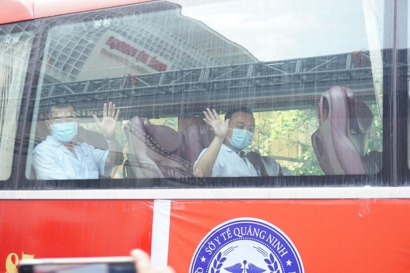 Thủ tướng tặng Bằng khen cho 32 thầy thuốc xuất sắc trong chống dịch COVID-19 - ảnh 1