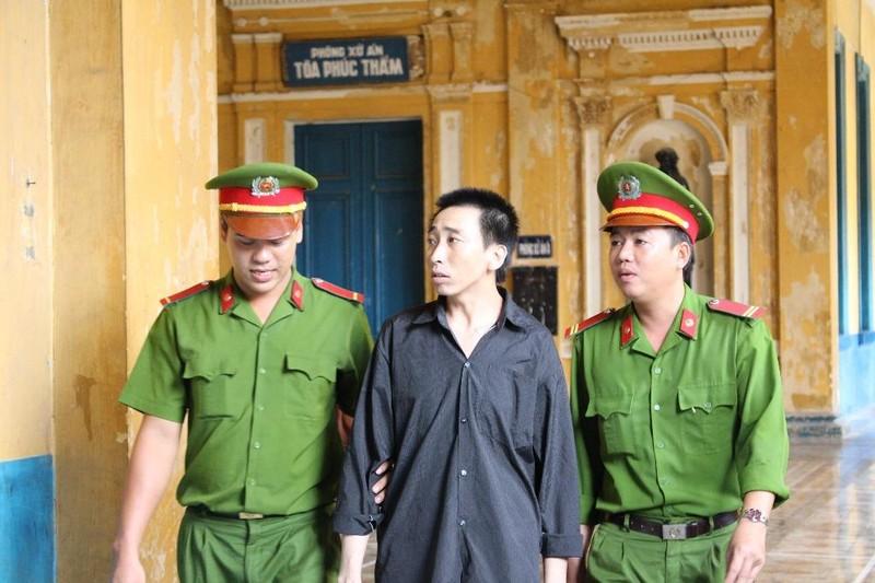 Bị cáo Cường được dẫn giải đến phiên xử phúc thẩm