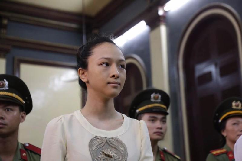 Hoa hậu Phương  Nga và lời khai hợp đồng tình ái tại toà 21-9