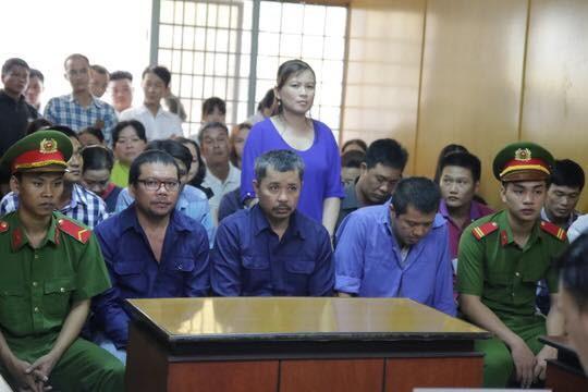 Nữ bị cáo đưa hối lộ logo xe 'vua' ngất xỉu tại tòa - ảnh 2