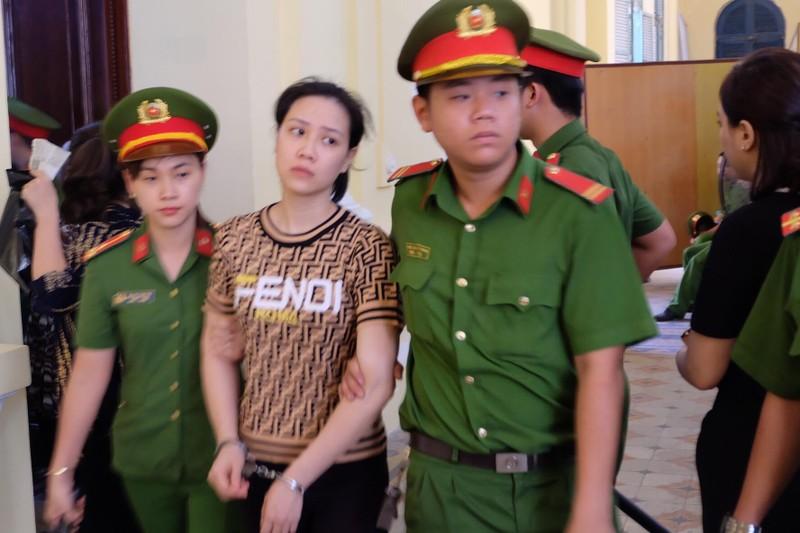Hot girl Ngọc Miu chất vấn ngược lại kiểm sát viên tại toà - ảnh 4
