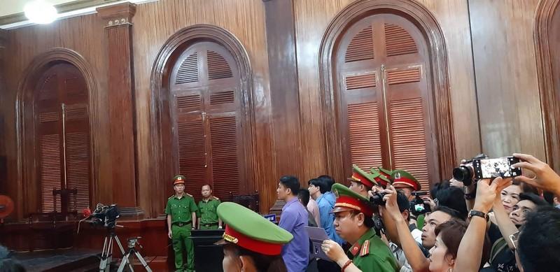 Đang xử vụ BS Chiêm Quốc Thái bị vợ cũ thuê người chém - ảnh 4