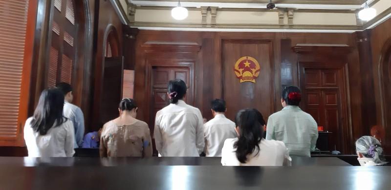 Nhiều cựu cán bộ, nhân viên ngân hàng lãnh án - ảnh 1