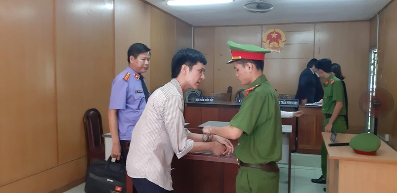 Thanh niên trẻ giả gái tiếp cận 2 người đàn ông Trung Quốc - ảnh 1