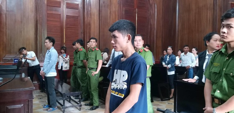 Thanh niên dùng dao đâm xuyên hàng rào sắt giết người - ảnh 1