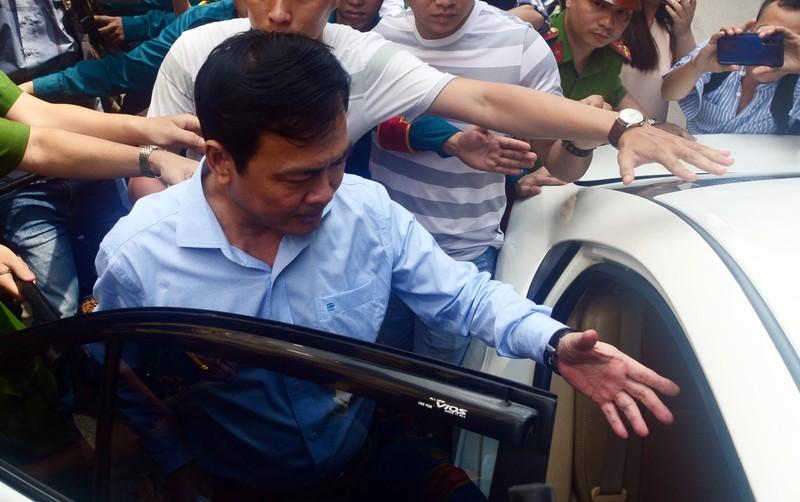 Ngày 23-8 mở lại phiên xử cựu viện phó Nguyễn Hữu Linh dâm ô - ảnh 1