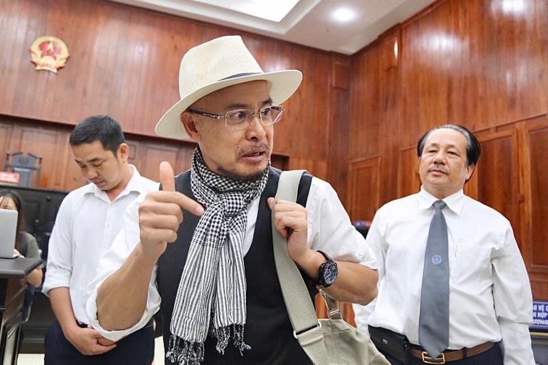 Ông Đặng Lê Nguyên Vũ ngồi lặng cả phút sau khi tòa tuyên án - ảnh 1