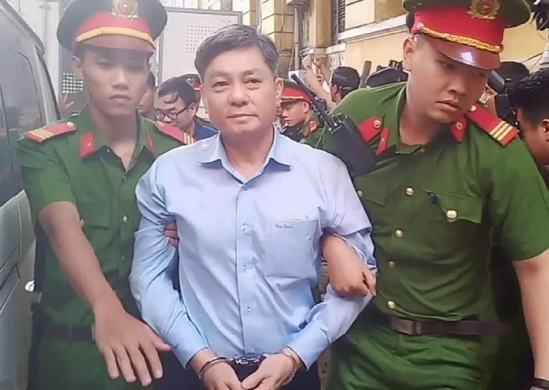 Ông Nguyễn Hữu Tín và các bị cáo đã đến tòa - ảnh 2