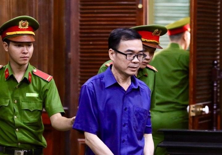Ông Nguyễn Hữu Tín và các bị cáo đã đến tòa - ảnh 3