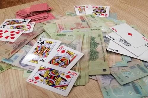 Xử không nghiêm người đánh bạc có tiền án, tiền sự - ảnh 1