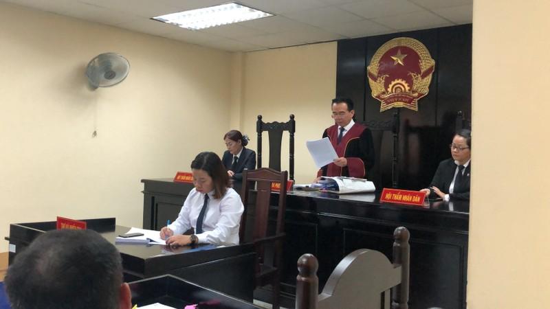 Tòa không chấp nhận việc công ty ông bầu đòi ca sĩ bồi thường - ảnh 1