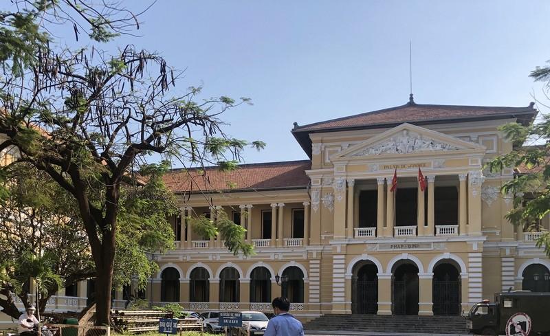 Hoãn xử vụ lãnh đạo cũ Đại học Hoa Sen kiện hành chính - ảnh 1