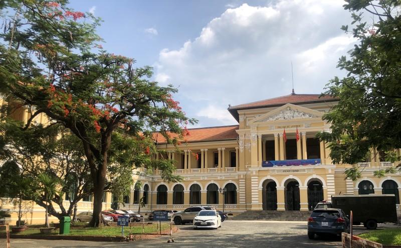 Tuyên án vụ lãnh đạo cũ Đại học Hoa Sen kiện UBND TP.HCM - ảnh 1