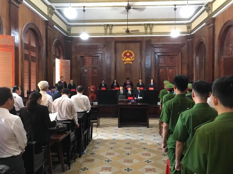 Vụ ngân hàng DAB: Tòa tuyên bố nghị án, nay quay lại xét hỏi - ảnh 1