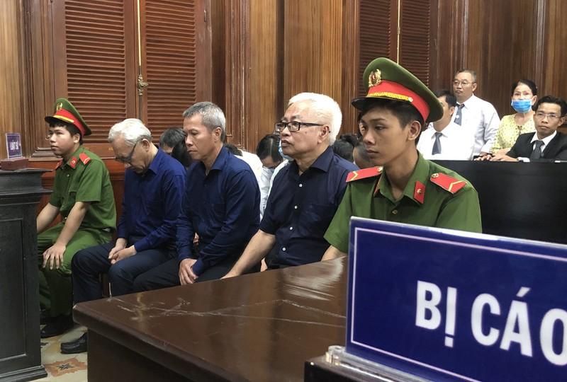 Tòa trả hồ sơ vụ gây thiệt hại 8.800 tỉ tại ngân hàng Đông Á - ảnh 2