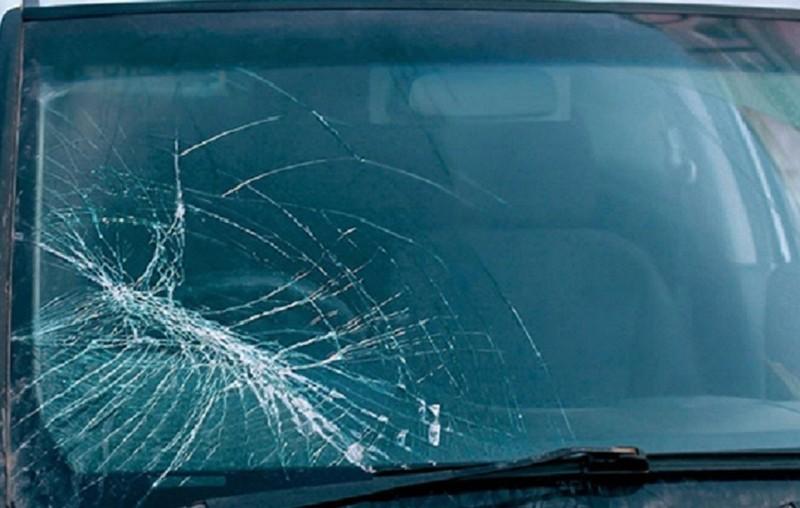 Tòa phạt tiền người Hàn Quốc ném điện thoại vỡ kính xe taxi  - ảnh 1
