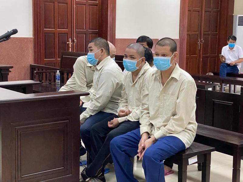Phạt tù 2 mẹ con xông vào tòa bắt người đưa lên công an  - ảnh 1