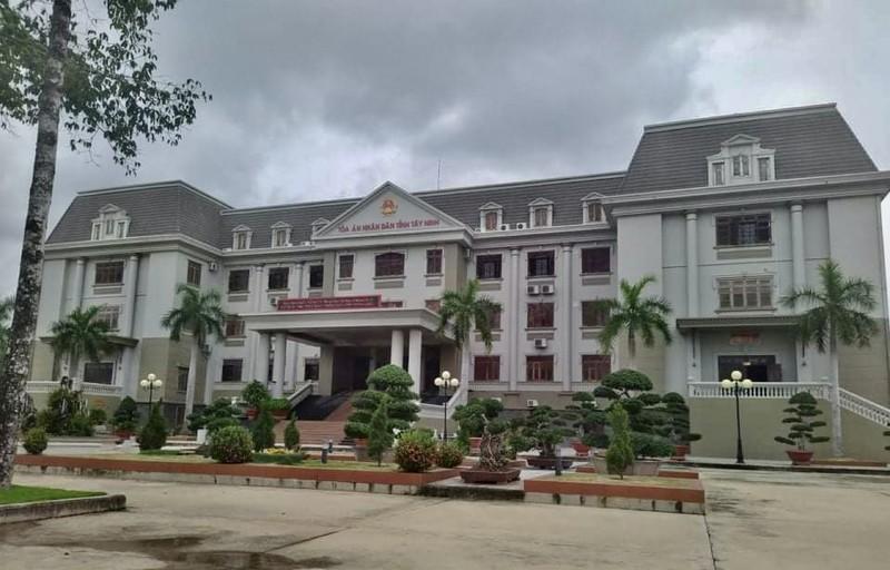 Truy tố cựu chánh án, phó chánh án ở Tây Ninh - ảnh 1